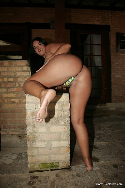 Seductive swarthy MILF Hellen Matheus uncovering her sweet changes direction