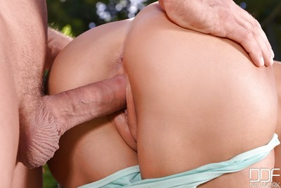 European milf Satin Bloom enjoys hardcore anal digging outdoor