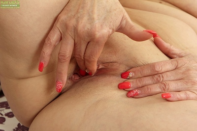 Full-grown woman Karoline fondling all normal pointer sisters although masturbation