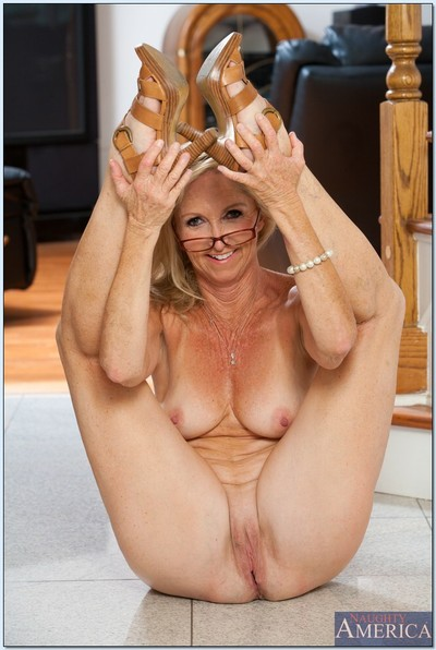Wrinkled yet hot and flexy older Annabelle Brady striptease