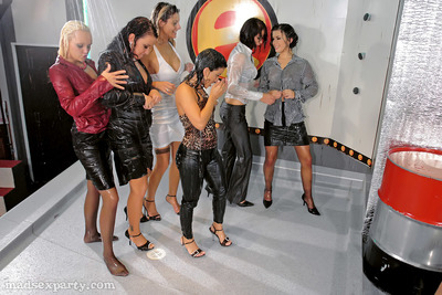 Enthralling lasses have a untamed and moist groupsex at the abode munch