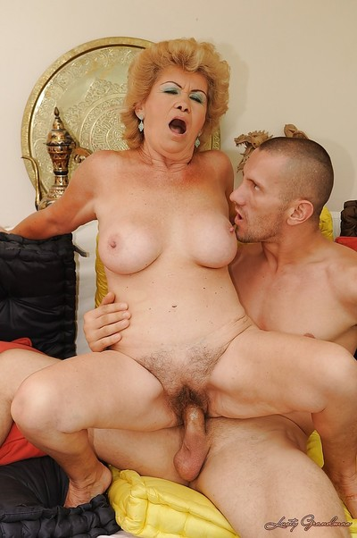 Curvy older gives a oral play and receives her unshaved slit bonked hardcore