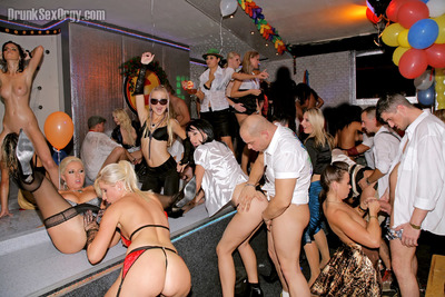Cindy Gold enjoys a extreme fuckfest with her collaborators at the club get-together