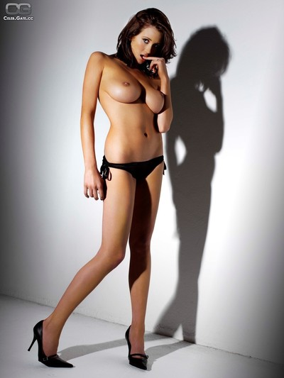 Uk girl peta todd showing off her damp undressed bod