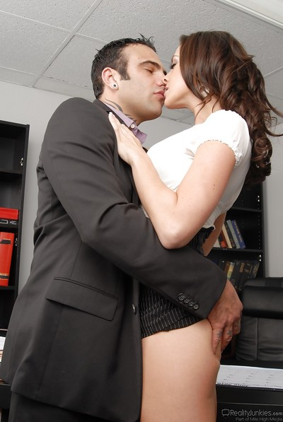 Slimy secretary Chanel Preston gives a oral play and receives dug hardcore