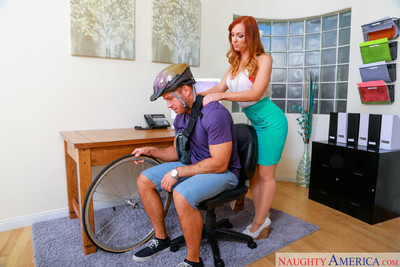 Dani jensen jazzes the delivery boy in her office