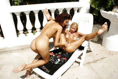 Slinky woman-on-woman Leanna Fascinating enjoying bottomless fist-fucking deed with life partner