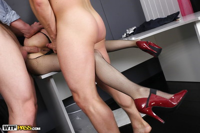 Undersize cunt in fishnet nylons Anna Taylor getting team-banged at put into