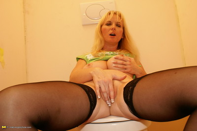 This sexually aroused fairy-haired calm doxy adores a knob coming throughout a breach