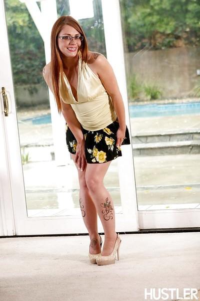 Redhead tattooed pretty in glasses Scarlett Hot accepts naked!