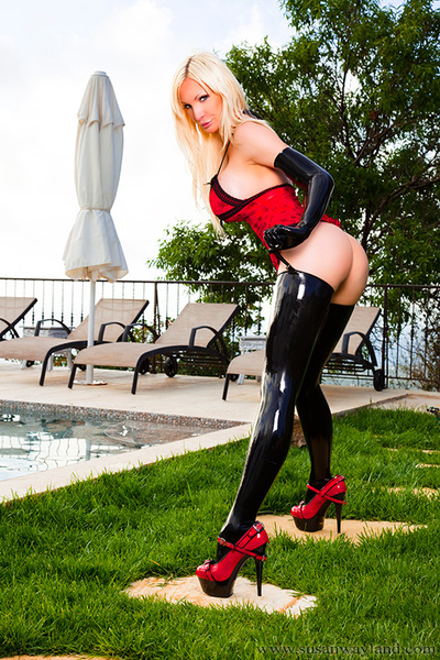 Susan Wayland in Latex and Red Skull Dominant with 44 dazzling latex pictures.