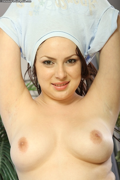 Pretty brown hair beauty with marvelous scones undressing that complete body