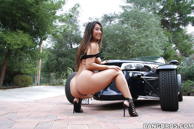 Enormous wazoo queen Eva Lovia show off her extreme waste and curly pussy outdoors