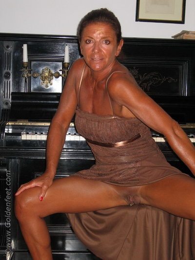 Raunchy British woman Lady Sarah and her penetrated slit winsome piddle on floor