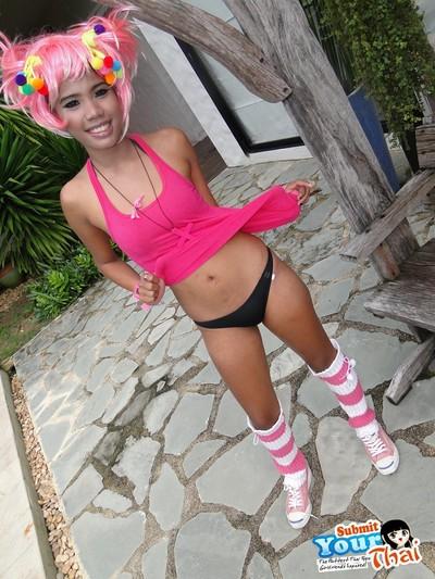 Nark nippled thai girlfriend posing outdoors