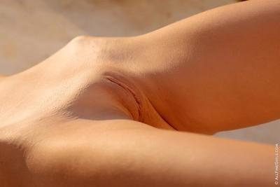 Spectacular schoolgirl undresses in the sun