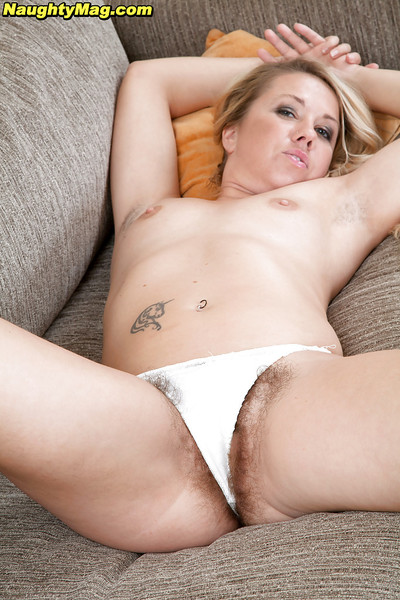 Tattooed golden-haired number one timer Elle Macqueen widening curly MILF wet crack