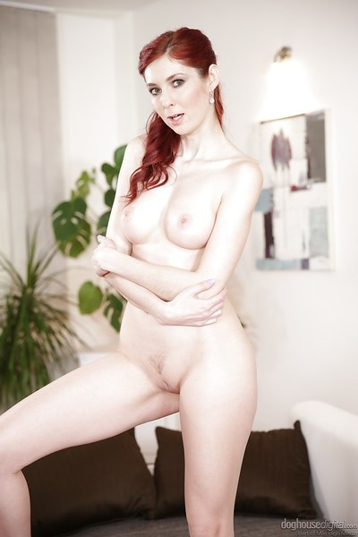 Redhead solo doll Kattie Gold goes barefoot although widening fur pie