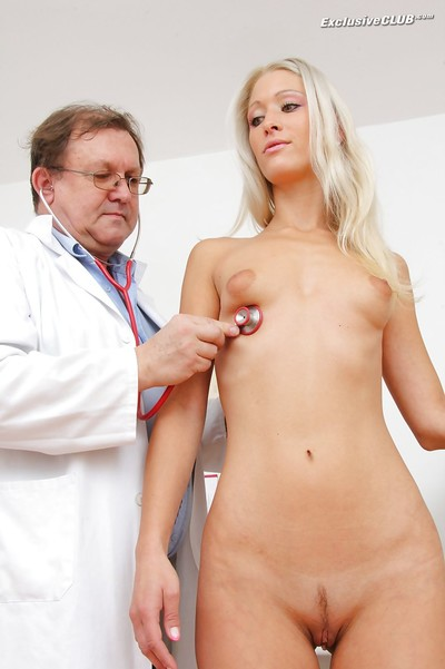 Graceful fairy hotty has some pleasure at her complete gyno examinations