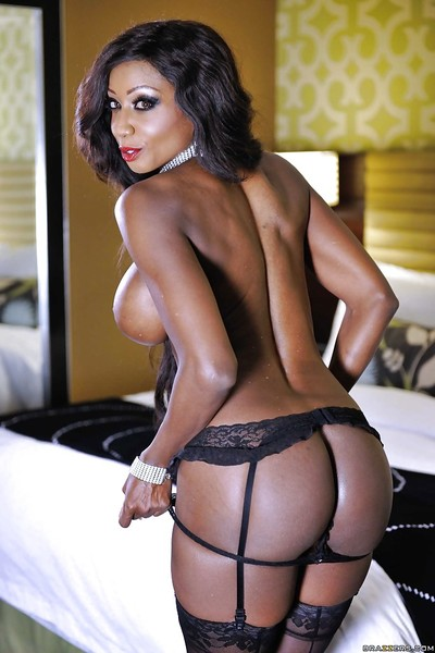 Fabulous black milf Diamond Jackson seduces her own chocolate muff