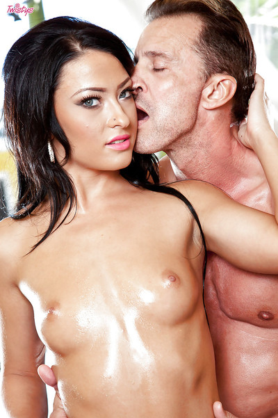 Dark hair angel with an oiled body Kelly Diamond tasting raw cock juice