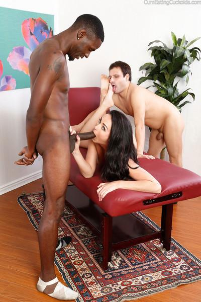 Bianca shows her partner how to blow a ebony dick
