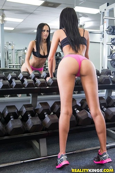 Sexually intrigued gym lalin girl darling sucks 10-Pounder at the gym and accepts her inflexible soaked fur pie penetrated intense
