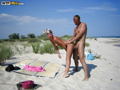 Homemade beach fuck of a hot girlfriend and her hungry boy-friend
