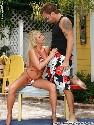 Sexually intrigued MILF Brooke Belle gives a facefucking and benefits from bonked outdoor