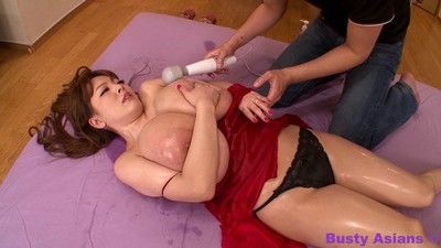 Rounded japanese hitomi tanaka playing with penis stimulator with the assist of a pair man