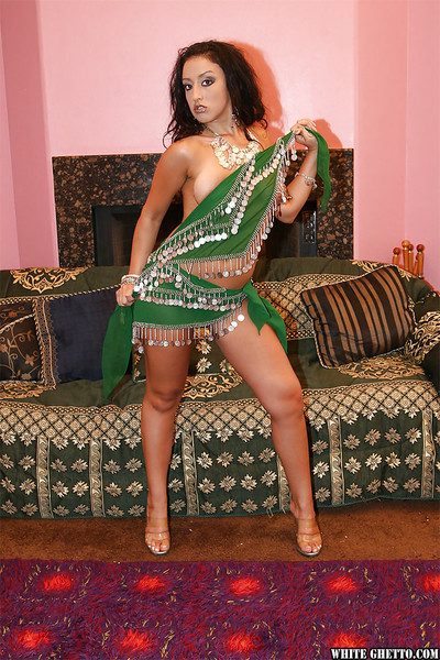 Beautiful indian hotty on high heels erotic dance and swelling her legs