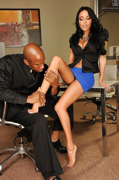 European pornstar Anissa Kate exquisite interracial cunnilingus in office
