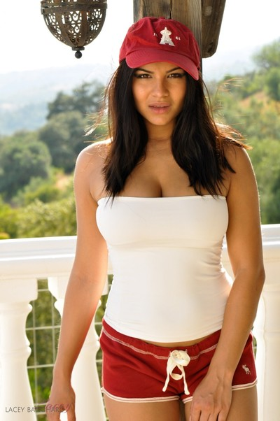 Rounded lacey banghard erotic dance on the balcony