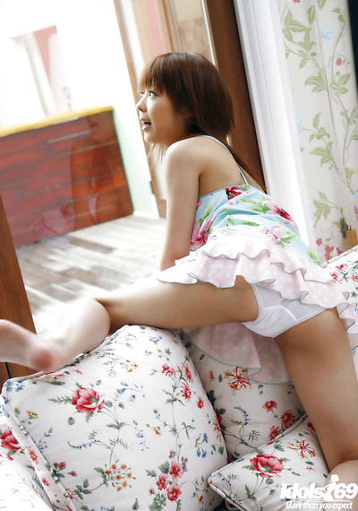 Foxy Chinese young princess uncovering her love muffins and flashing her bushy gentile
