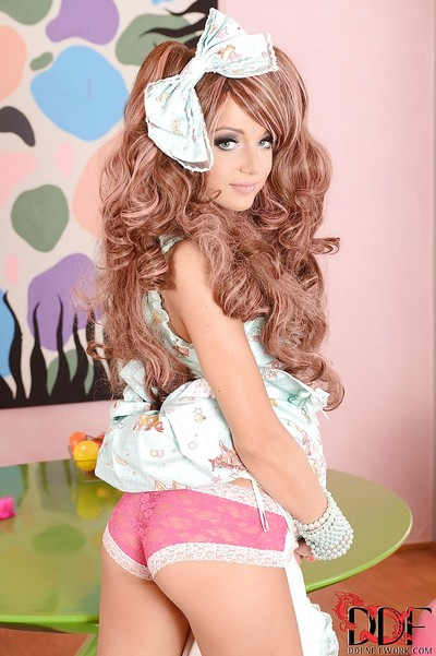 Crummy glamorous princess Foxy Di is a lively courtesan that wishes fast astonishingly