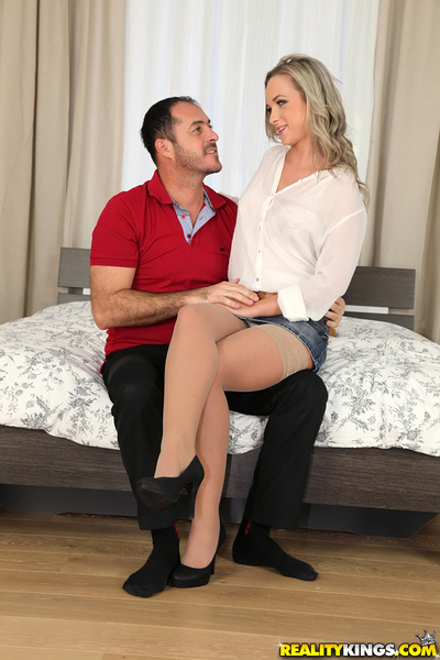 European young fairy Vienna Reed is getting screwed in her anal