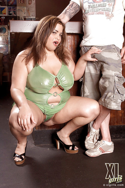 Heated bbw Gia Johnson has her obese marangos bouncing as this chick has intercourse a tough 10-Pounder