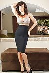 Brunette hair MILF Lisa Ann is showing off her exposed skinny shape
