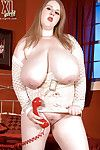Fatty MILF in ebon short skirt Sapphire showing her rough scoops