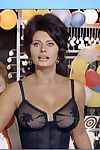 Legendary Italian lass Sophia Loren shows off her curves.