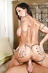 Cougar with marvelous body Jewels Jade is giving a oral play and taking in