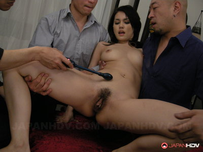 Maria Ozawa fingered by triple men.