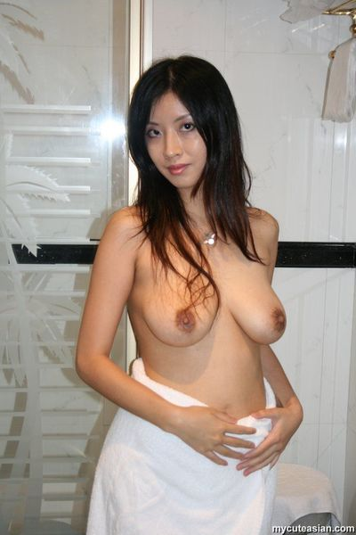 Big tits Asian GF is posing exposed