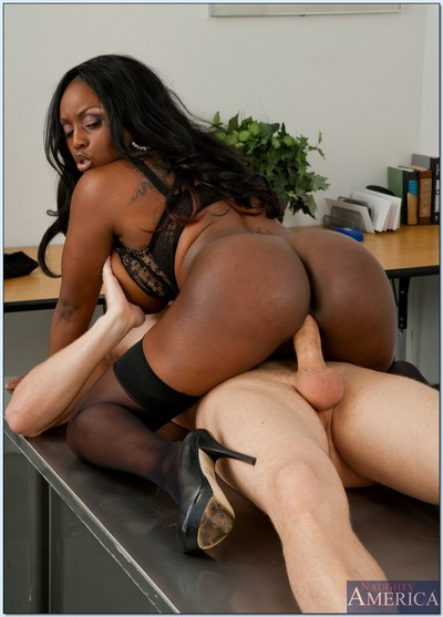 Brown MILF teacher Jada Fire gains her cunt licked and dug