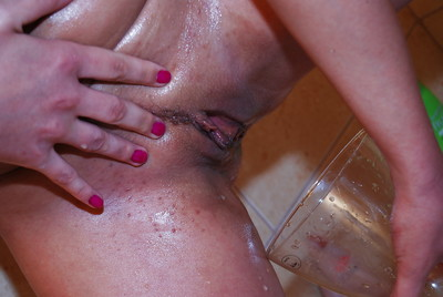 Fetish darling Leanna Spectacular dribbling warm pee on her toned body