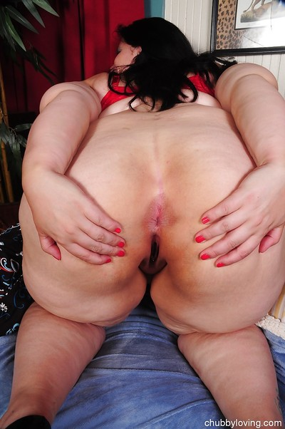 Big pantoons fatty Becki shows her weighty ass in sexy red panties