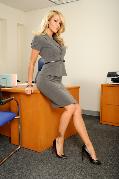 Hot babe with enormous tits Jessica Drake stripteasing in the office