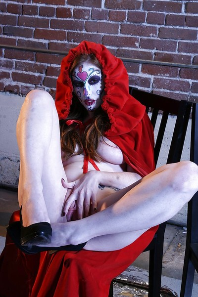 Tempting cosplay chico Nikki Rhodes showcasing her seductive curves