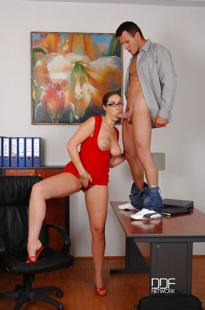 Passionate Boss Paige Turnah Sucks Her Assistants Massive Shaft