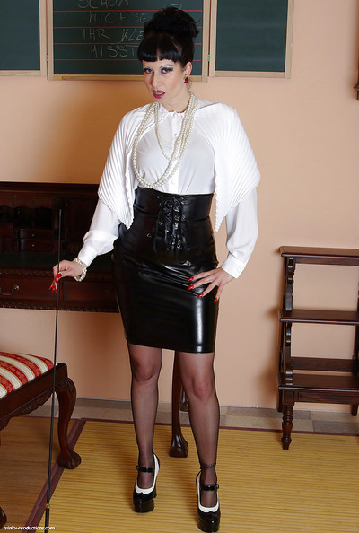 Mature fetish babe taking off her latex petticoat and exposing her fanny